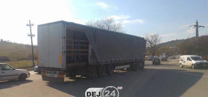 ACCIDENT FEROVIAR la Dej! Un TIR a fost izbit de un marfar – FOTO
