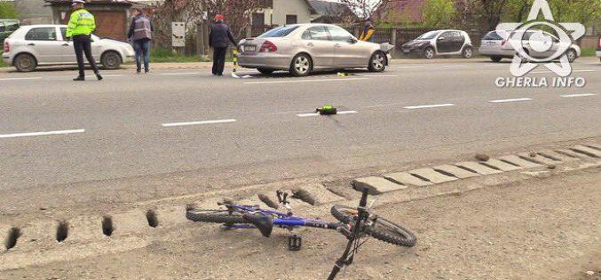 ACCIDENT la ieșire din Gherla! O fetiță aflată pe bicicletă, izbită în plin de un autoturism – FOTO/VIDEO
