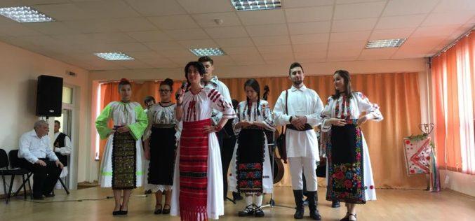 """Sala Festivă a CNAM Dej, neîncăpătoare! A avut loc """"Primăvara Folclorică Someșeană"""", cu artiști de renume – FOTO"""