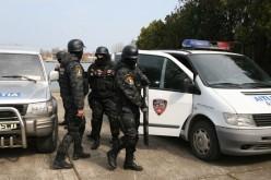 PERCHEZIȚII DOMICILIARE a polițiștilor din GHERLA. Au beneficiat și de sprijinul mascaților