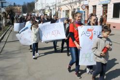 Peste 100 de persoane din Gherla au manifestat împotriva avortului – FOTO