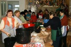 Credincioșii din Dej au organizat o masă pentru bolnavii internați la psihiatrie – FOTO