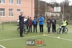 Acțiune preventivă a polițiștilor organizată la școala din Bobâlna – FOTO/VIDEO
