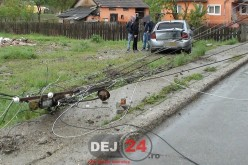 Stâlp de beton pus la pământ de un șofer pe centura municipiului Gherla FOTO/VIDEO