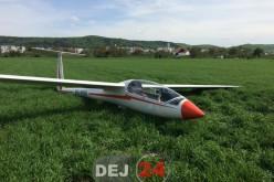 Pilotul unui planor a aterizat forțat pe un câmp din Gherla – FOTO/VIDEO