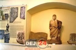 Statuetă romană descoperită în perioada interbelică, expusă la Muzeul Municipal Dej