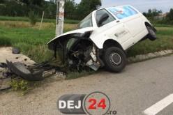S-A ÎNFIPT cu furgoneta într-un podeț, în CUZDRIOARA. Șoferul a ajuns la SPITAL – FOTO/VIDEO