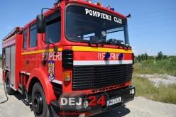 Incendiu la o locuință din Livada. Intervin pompierii din Dej