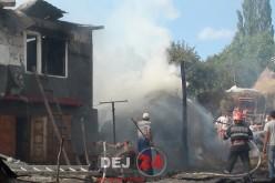 Un INCENDIU VIOLENT a lăsat o familie pe drumuri. Casa și anexele, MISTUITE de FLĂCĂRI – FOTO/VIDEO