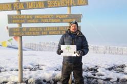 """Un tânăr din Dej a reușit să urce pe """"acoperișul"""" Africii – Muntele Kilimanjaro"""