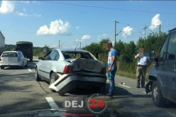 Accident la ieșire din Dej. Trei autovehicule implicate – FOTO