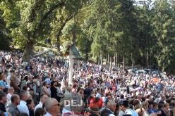 Zeci de mii de pelerini au asistat la Liturghia oficiată astăzi, la Mănăstirea Nicula – FOTO/VIDEO