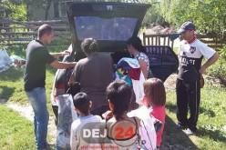 Reprezentanții PMP Dej și Mica au distribuit haine familiilor nevoiașe din comuna Mica – FOTO