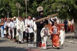 """Procesiune la Mănăstirea """"Adormirea Maicii Domnului"""" de la Nicula"""