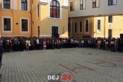 Clopoțelul a anunțat astăzi debutul unui nou an școlar și la Dej – FOTO/VIDEO