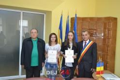 Elevele de 10 ale municipiului Dej, premiate pentru performanţele şcolare – FOTO