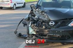 ACCIDENT în Dej. S-a urcat beat la volan, a rupt un indicator și s-a oprit într-un podeț