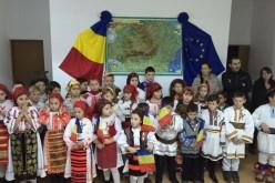 Spectacol artistic la școala din Uriu, de Ziua Națională a României – FOTO