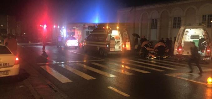 Accident în Beclean. Două persoane, lovite de un autoturism – FOTO