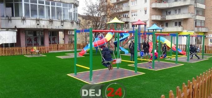 Două locuri de joacă şi un teren de minifotbal finalizate de Primăria Dej – FOTO/VIDEO