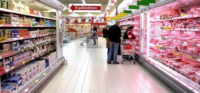 Tânără de 19 ani, prinsă la furat într-un supermarket din Gherla