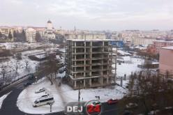 EXCLUSIV. Blocul V03 din Dej va fi ISTORIE. În locul lui se va construi un SUPERMARKET – FOTO/VIDEO