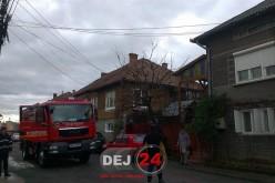 INCENDIU în Dej. Coșul de fum al unui imobil a luat foc – FOTO