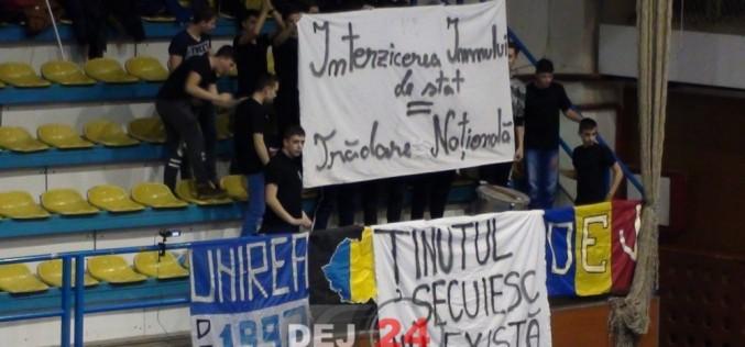"""Suporterii din Dej, la meciul cu U Cluj: """"Ținutul secuiesc NU EXISTĂ"""". Au intervenit POLIȚIȘTII! – VIDEO"""