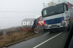 Accident pe DN1C, între Răscruci și Bonțida. Un TIR s-a RĂSTURNAT – FOTO