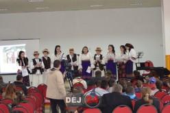 Moment artistic, susținut de elevii Școlii Gimnaziale Chiuiești, la lansarea unui roman istoric – FOTO