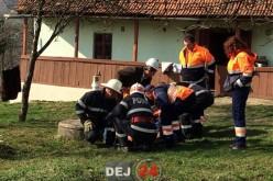 DEJ | Bărbat rănit, după ce un mal de pământ s-a surpat peste el – FOTO/VIDEO