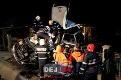 GRAV ACCIDENT la Fundătura. Un tânăr taximetrist din Gherla, ÎN COMĂ după ce a intrat cu mașina într-un cap de podeț – FOTO/VIDEO