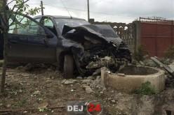 ACCIDENT în Iclod, soldat cu două victime. O mașină a spulberat un gard și s-a oprit într-o fântână – FOTO/VIDEO