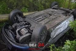 ACCIDENT ÎN DEJ. Un tânăr de 19 ani s-a răsturnat cu mașina în șant – FOTO