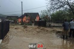 INUNDAȚII | Cât a plouat ieri la Dej și din ce cauză au fost inundate mai multe gospodării – VIDEO