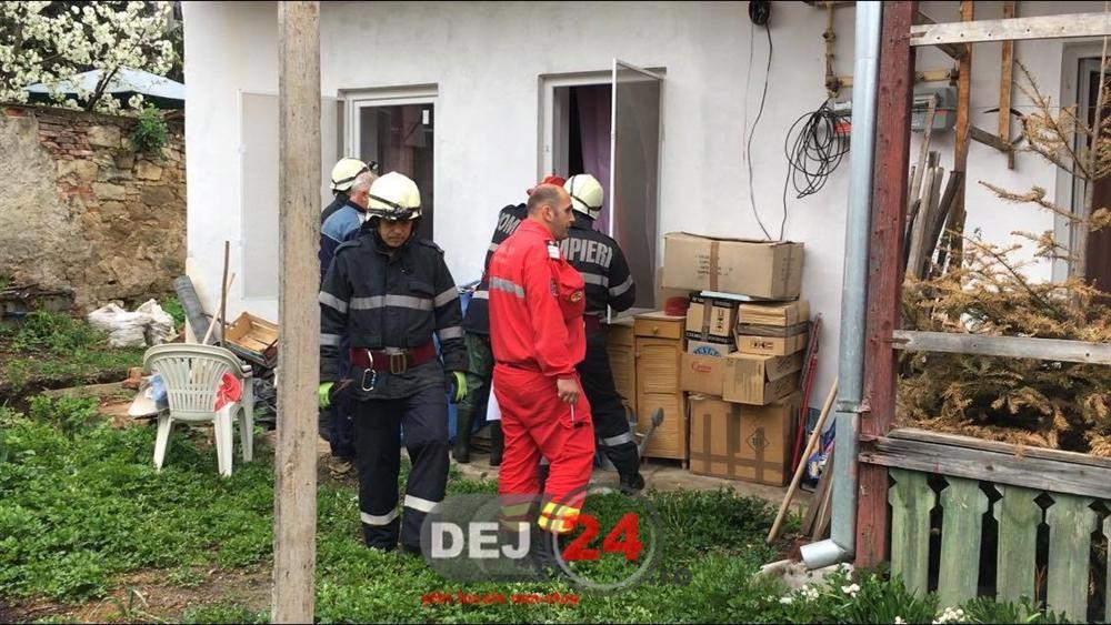 Scandal Pompieri Dej persoana probleme psihice blocata in locuinta (2)