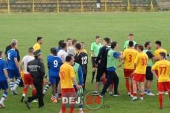 FC Unirea Dej, prima înfrângere în șapte meciuri. S-A LĂSAT CU SCANDAL ȘI ÎMBRÂNCELI! – FOTO/VIDEO