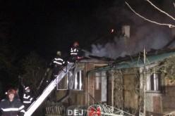INCENDIU la Bunești! Flăcările au mistuit acoperișul unei case