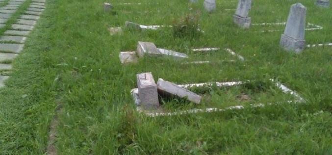 DEJ   Profanatorul de morminte a fost identificat și reținut de oamenii legii – FOTO