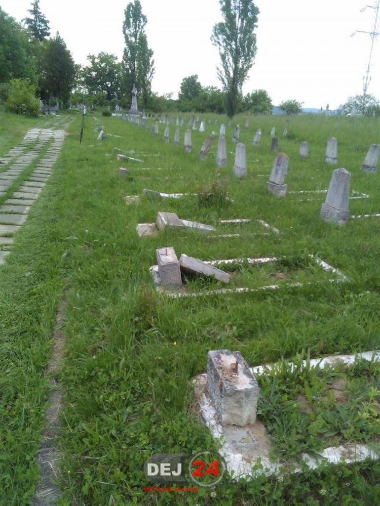 Profanare morminte Cimitir Dealul Florilor Dej (5)