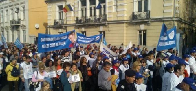 Profesorii amenință cu proteste începând din 2 octombrie