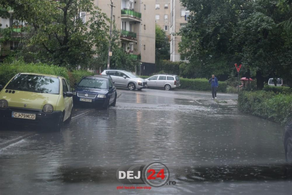 Inundatii pe strazi Dej