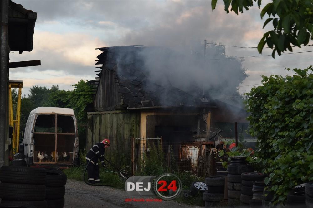 Pompieri incendiu casa Dej (1)