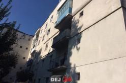La un pas de tragedie! O fetiță din Dej a căzut de la etajul III – FOTO