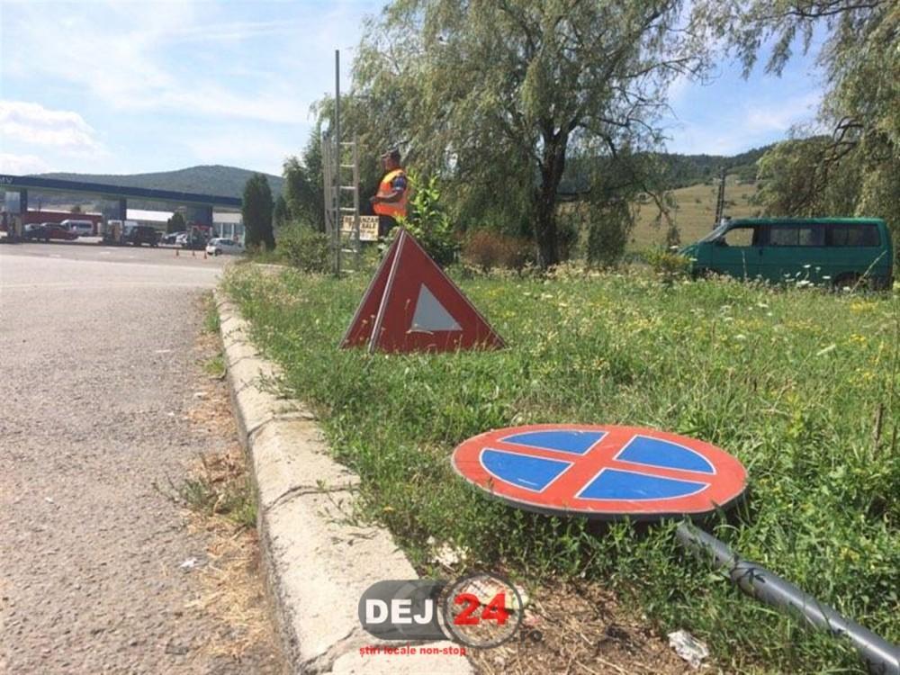 Montare indicatoare rutiere strada Crangului Valcele Dej (2)