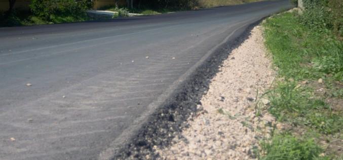 Cu surle și trâmbițe, se asfaltează un kilometru de drum între Nireș și Unguraș