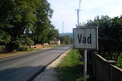 Se toarnă asfalt pe DJ 109E, Vad – Valea Groșilor – FOTO