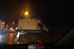Două autocamioane s-au ciocnit, la intrare în Gherla dinspre Cluj – FOTO