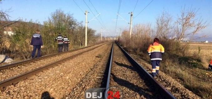 Cazul bizar al tinerei care a căzut din tren, la ieșire din Dej. Anchetatorii vor să afle dacă a fost accident