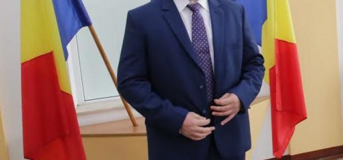 """Vicențiu Știr, președintele ALDE Dej, urează """"La mulți ani!"""" tuturor doamnelor și domnișoarelor"""